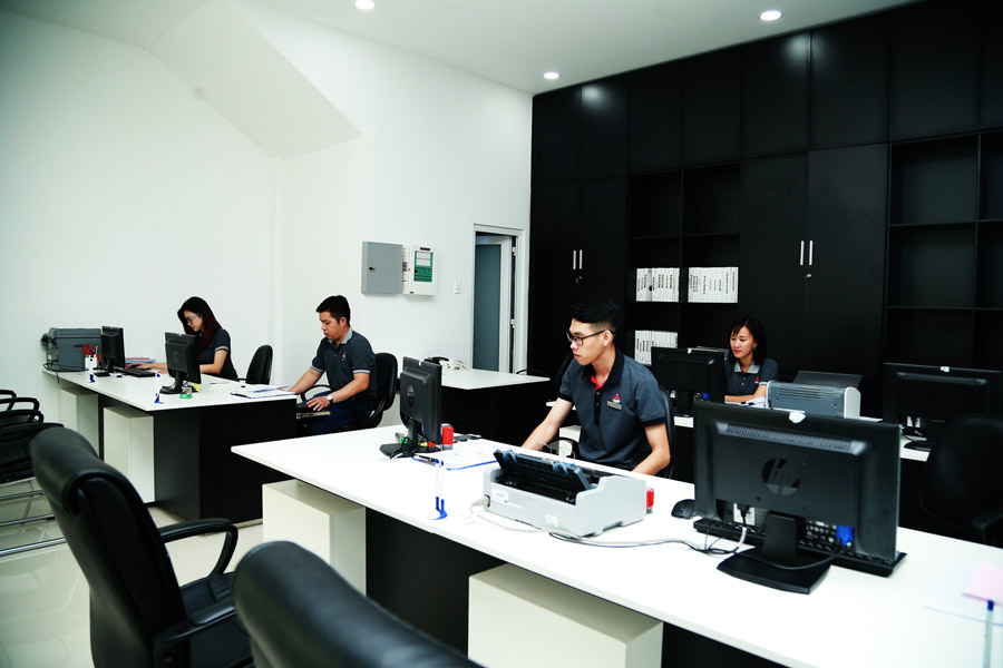 Đội ngũ nhân viên của Mitsubishi Cần Thơ luôn nhiệt tình hỗ trợ khách hàng