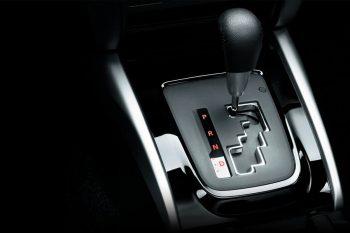 So sánh Mitsubishi Xpander số sàn MT và số tự động AT