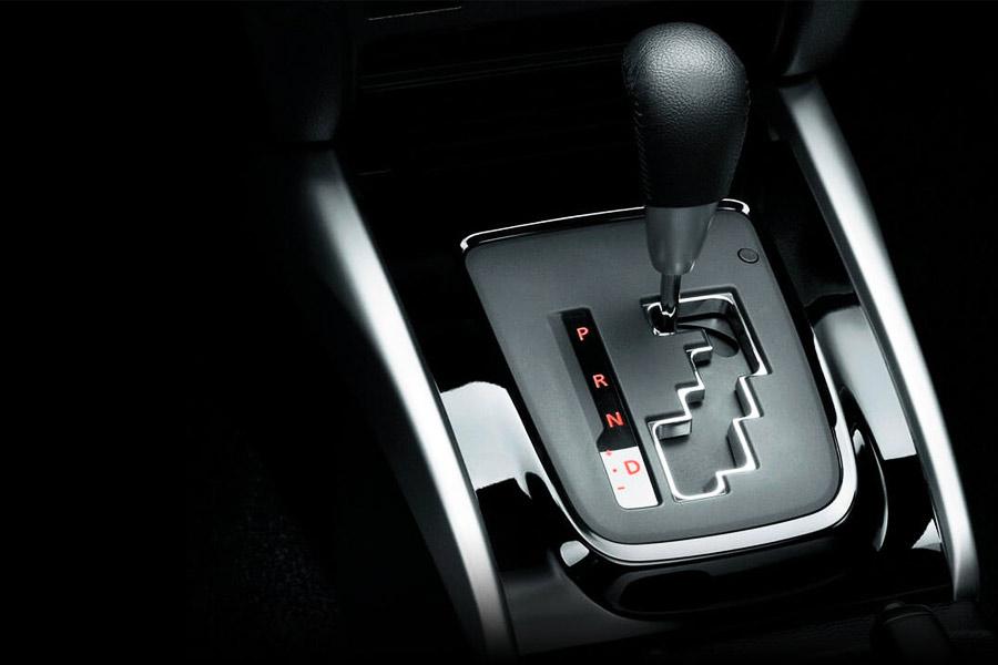 So sánh Mitsubishi Xpander số sàn MT & tự động AT